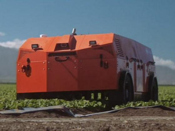 игантский робот-фермер сам посадит, вырастит и уберет урожай